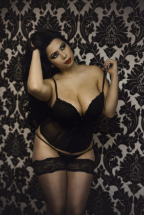 Dream Boudoir Toronto Studio — Curvy black & white boudoir Photography Female Photographer