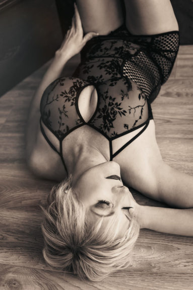 Toronto boudoir photography Vancouver female photographer mature 40+ women glamour photoshoot